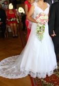 svatební šaty s odepínací vlečkou, 38