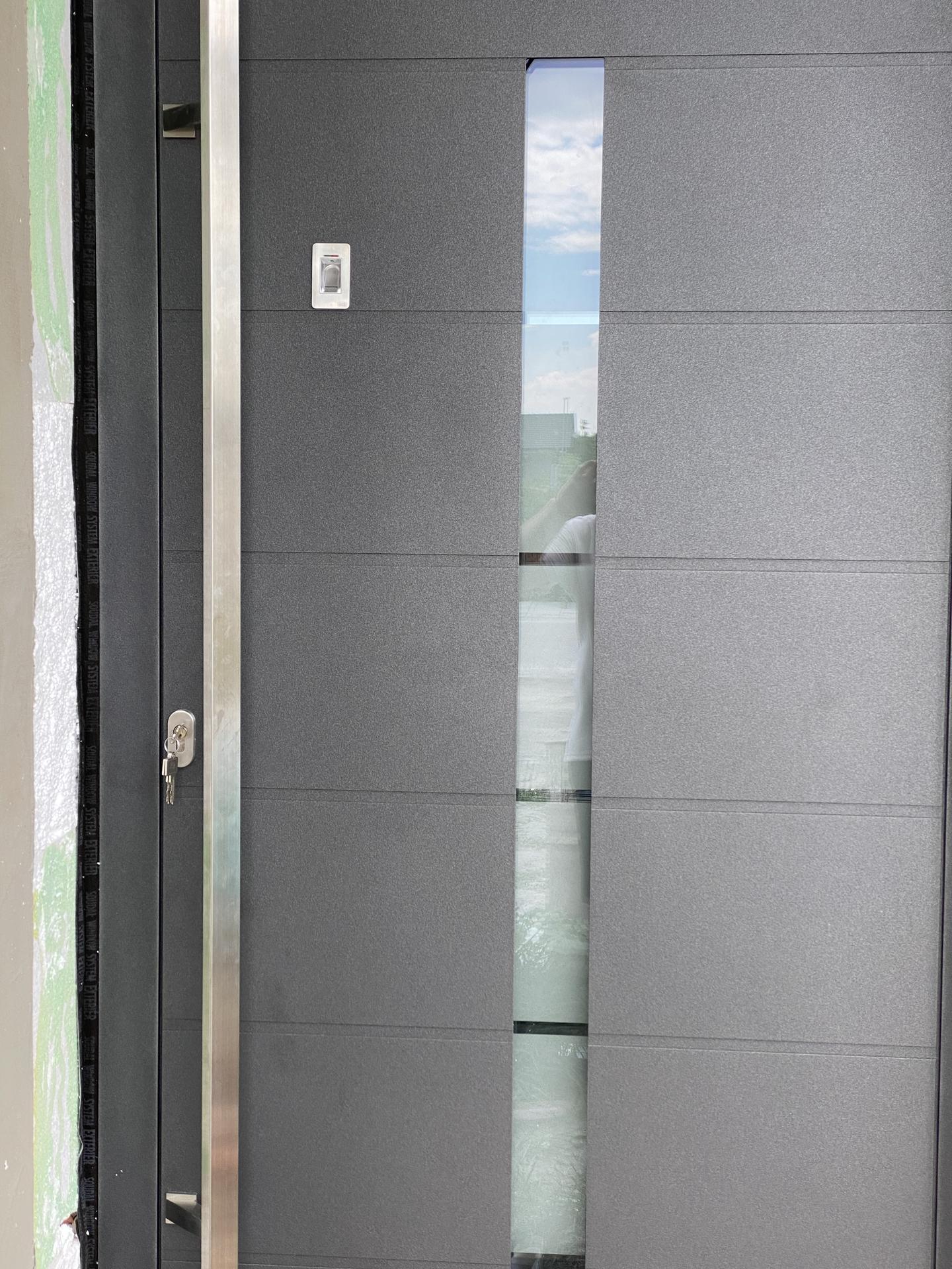 RD NZ - Bezpečnostné mliečne sklo s čírim pasíkom