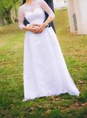 Svatební šaty s krajkovým lemem šité namíru, 42