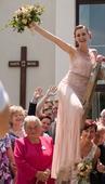 Originální starorůžové svatební šaty s výšivkou, 36