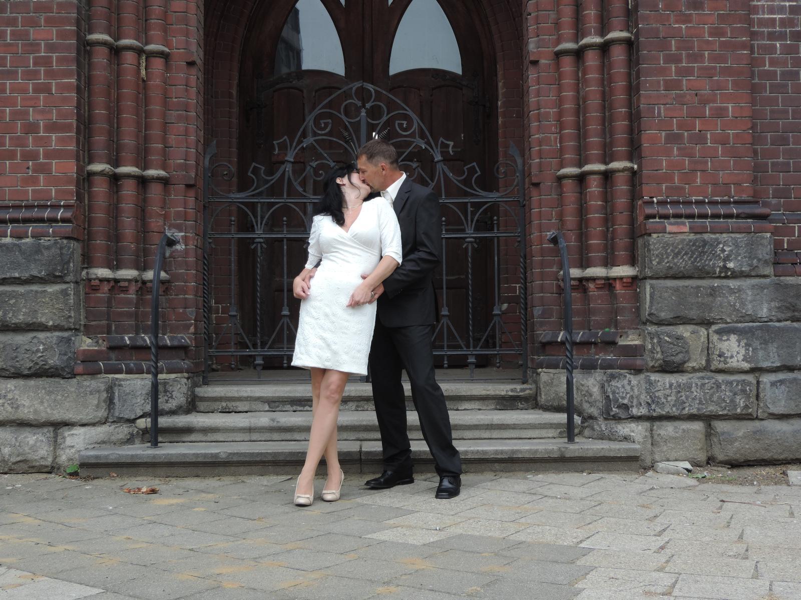 krátké svatební šaty - Obrázek č. 1