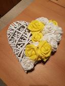 Pedigové srdce na auto s pěnovými růžemi,