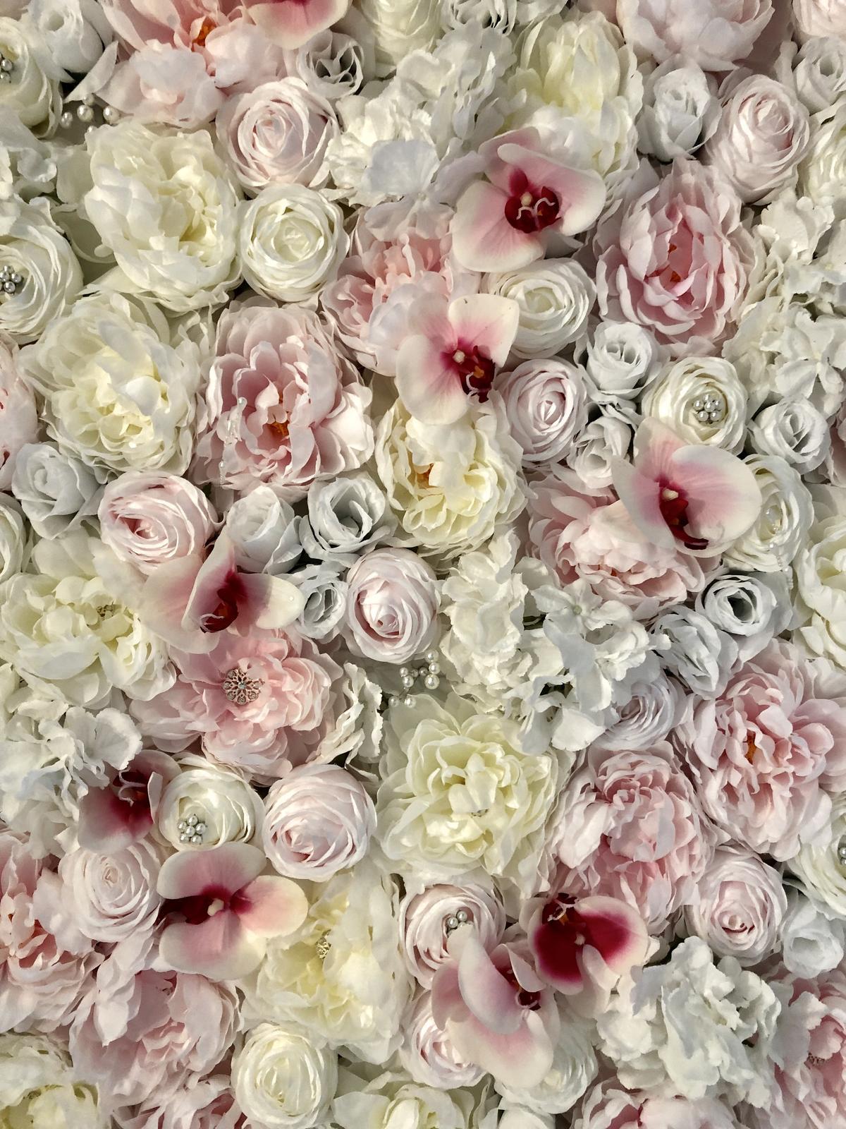 JADORE FLOWER WALL - nove kvetinove pozadie obohatene o brosne a perličky - Obrázok č. 3