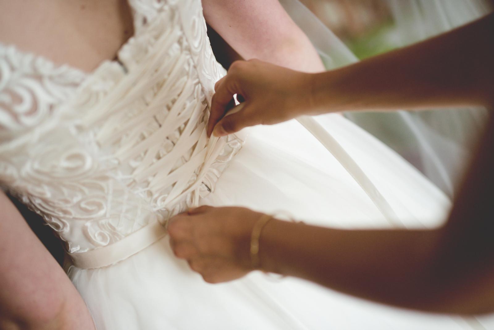 Jednoduché smotanové svadobné šaty - Obrázok č. 2
