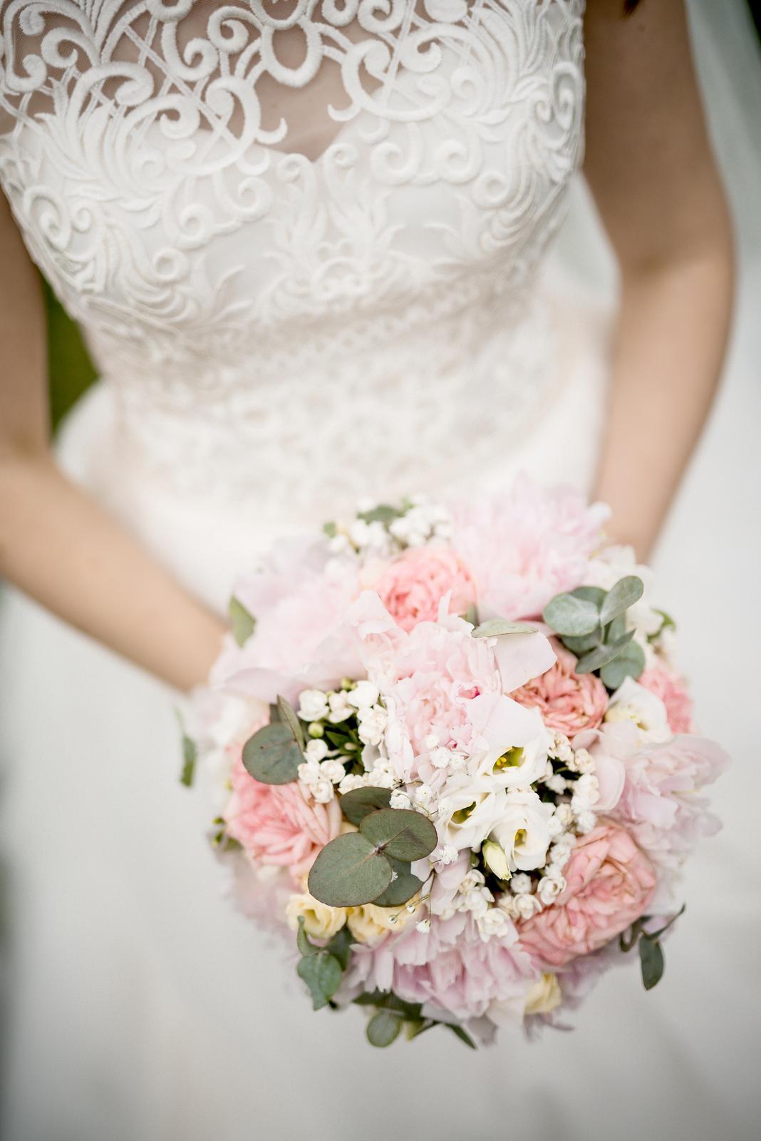 Jednoduché smotanové svadobné šaty - Obrázok č. 3