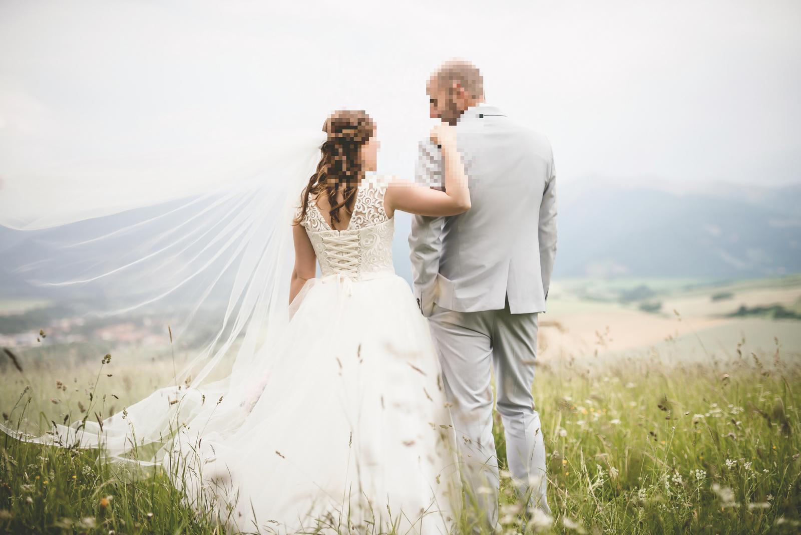 Jednoduché smotanové svadobné šaty - Obrázok č. 4