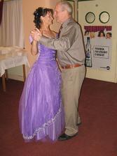 tanec s manželovým tatínkem