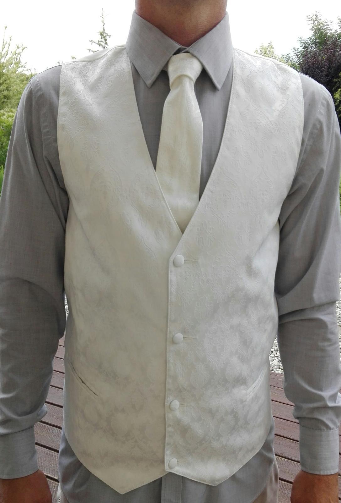 Svatební vesta s ornamenty a kravatou - Obrázek č. 1
