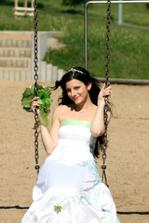 Nevěsta na houpačce? a proč ne! foto: Tomáš Tommyczech