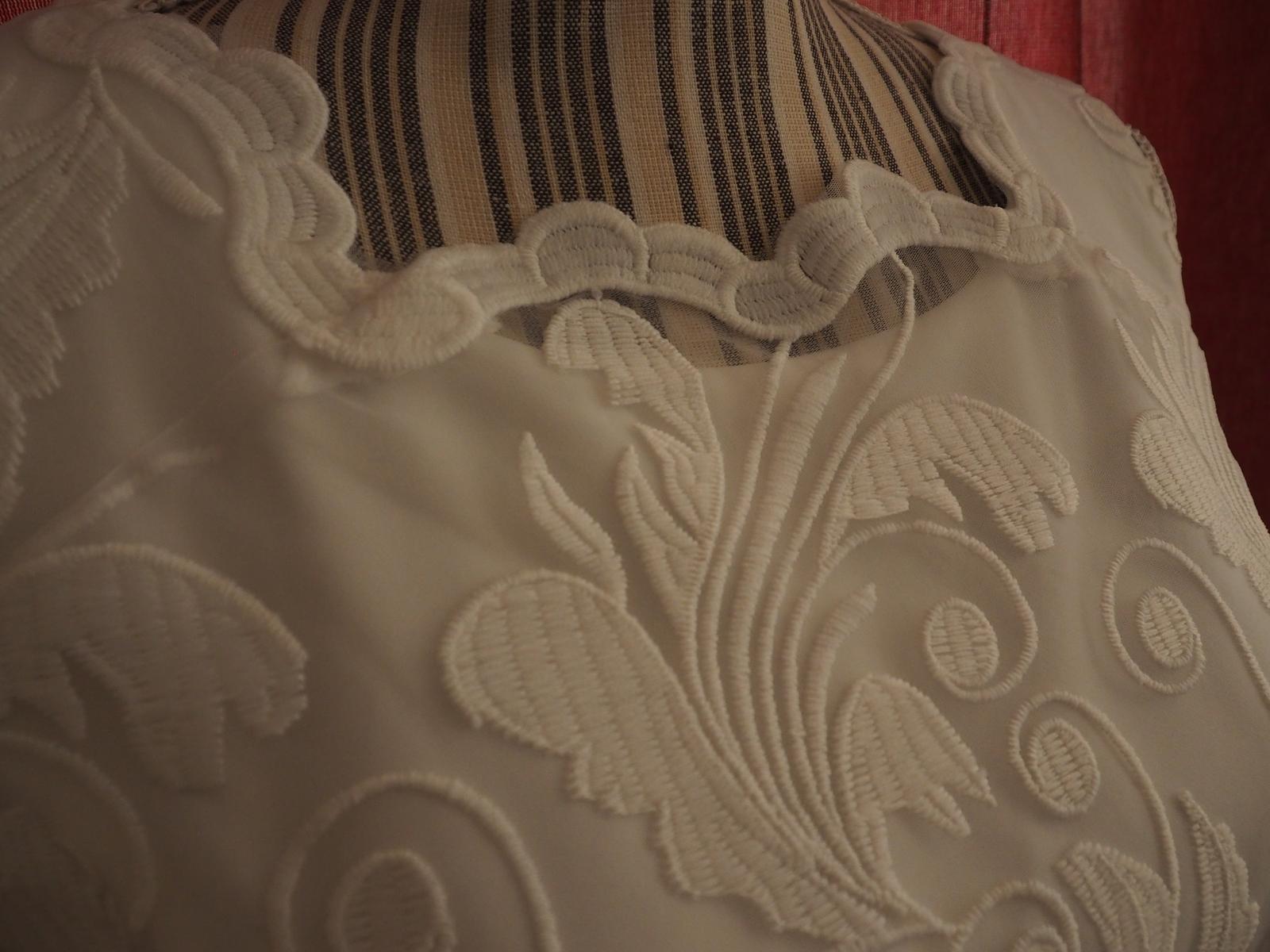 Krátke svadobné šaty v BOHO štýle - Obrázok č. 4
