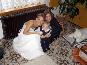 Čekání na ženicha s mou neteří Ájou a synovcem Tomáškem :-)