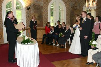 Celý obřad byl fajn, paní matrikářka a pan oddávající byli strašně milí...