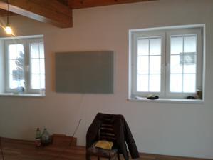 infrák v obývačke - vpravo pod okno príde o mesiac sedačka