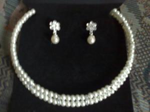 moj náhrdelníček z nauškami (krémové perličky)