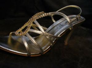 zlaté sandálky k svadob.šatám (bez blesku)