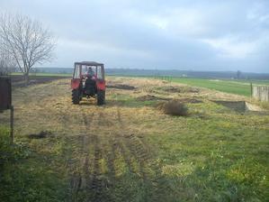 práce na pozemku pokračujú...