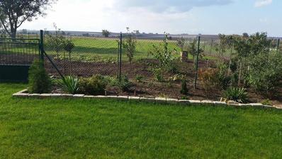 za plotom je úžitková záhrada