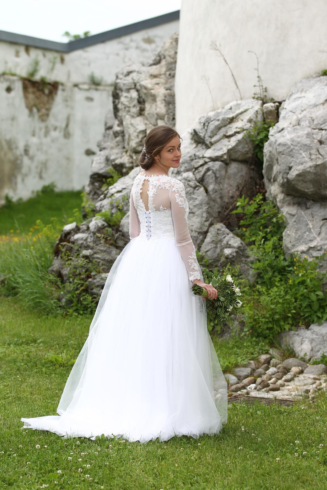 Svadobné šaty s tylovou sukňou a čipkou - Obrázok č. 1