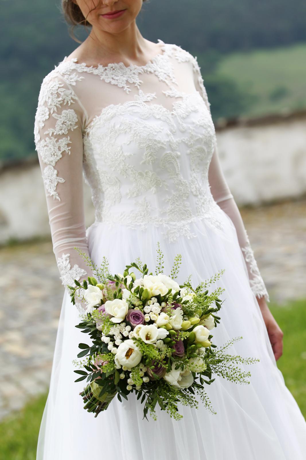 Svadobné šaty s tylovou sukňou a čipkou - Obrázok č. 4