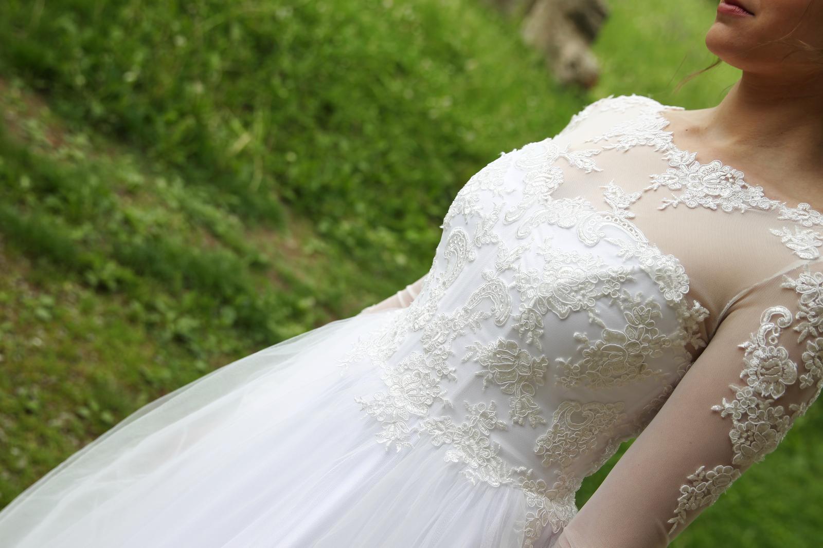 Svadobné šaty s tylovou sukňou a čipkou - Obrázok č. 3