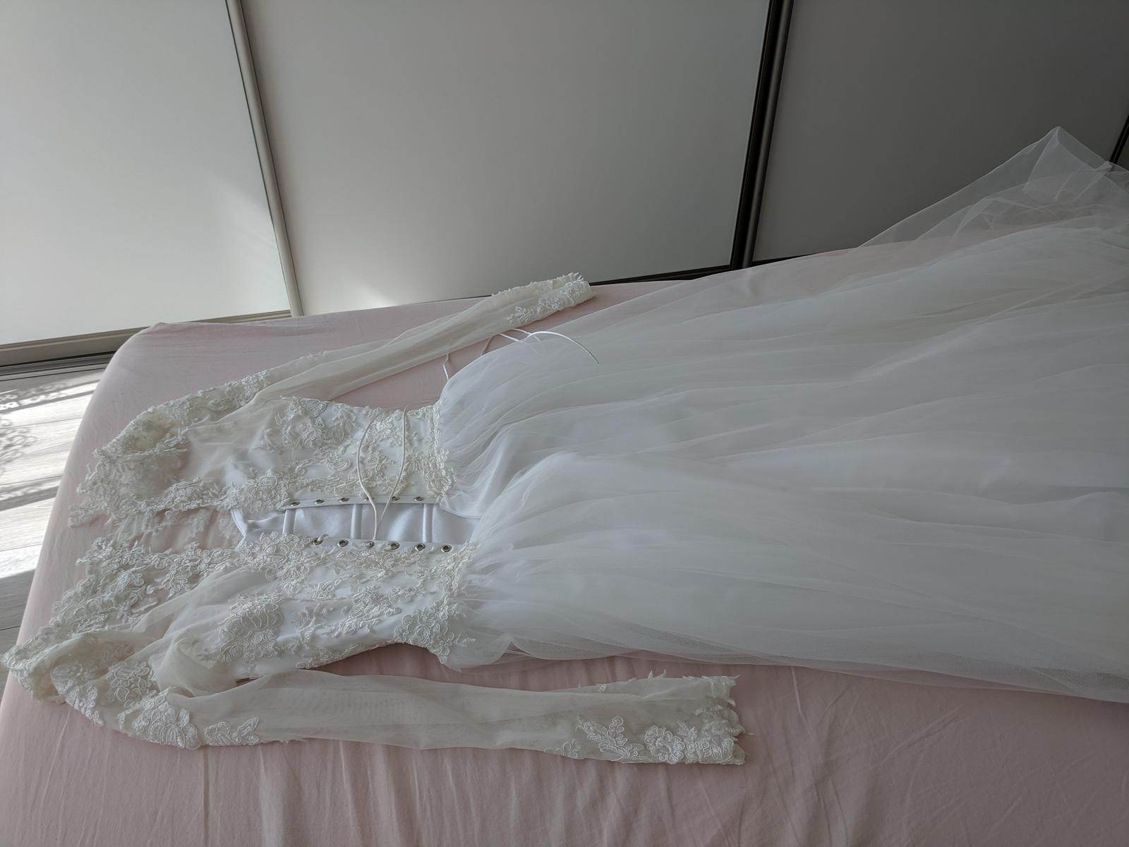 Svadobné šaty s tylovou sukňou a čipkou - Obrázok č. 2