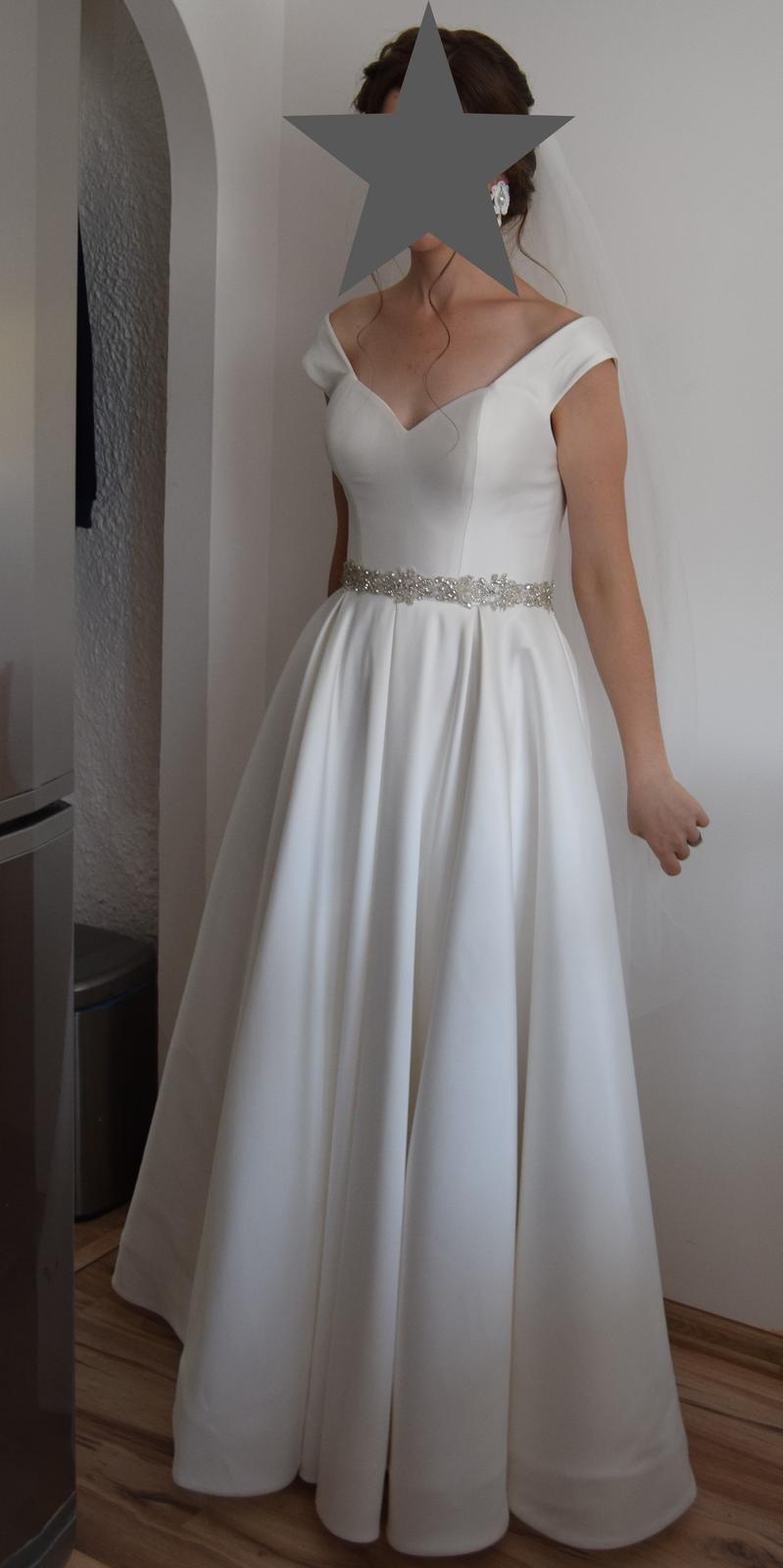 Saténové svadobné šaty - Obrázok č. 1