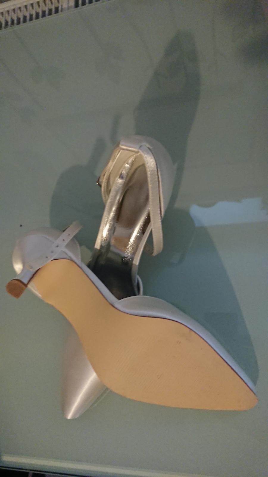 Svatební saténové boty - Obrázek č. 2