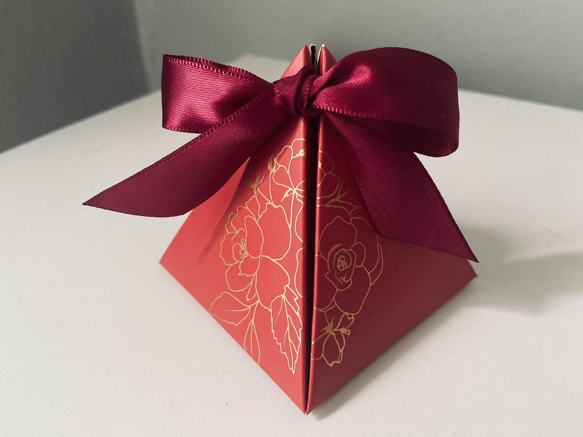 ❤︎M&T❤︎17.07.2021❤︎ - Darčeky pre svadobčanov, v krabičke bude koláčik šťastia s citatom o láske :)