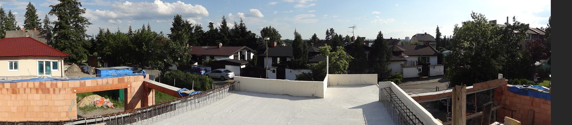 Stavba domečku pokračuje