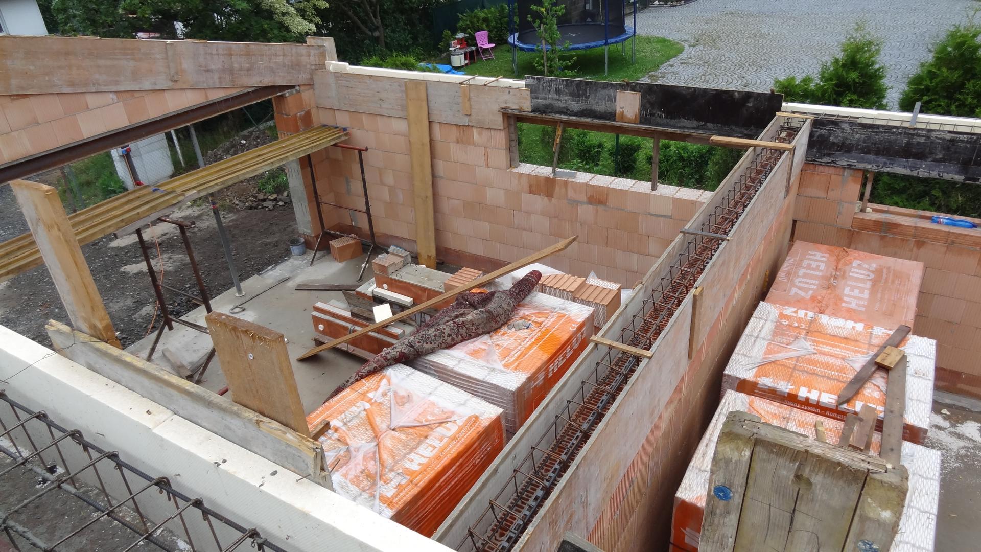 Stavba domečku pokračuje - Nekonečný boj s šikmými věnci
