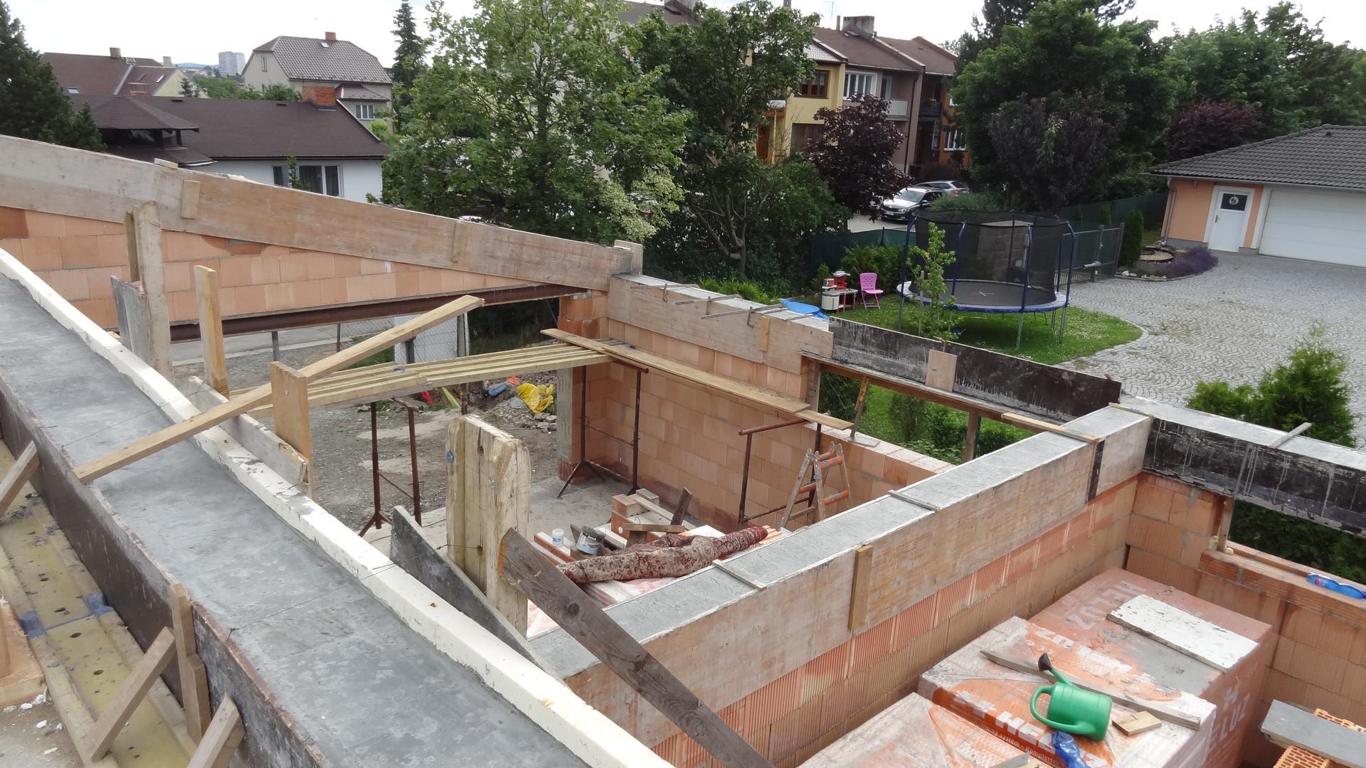 Stavba domečku pokračuje - Už jsou konečně vylité