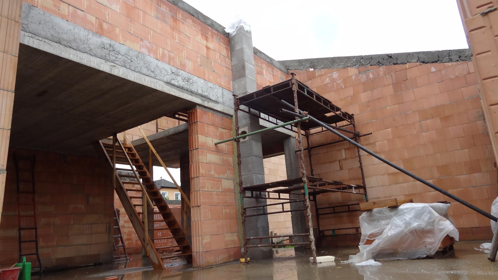 Stavba domečku pokračuje - Ještě kousek...