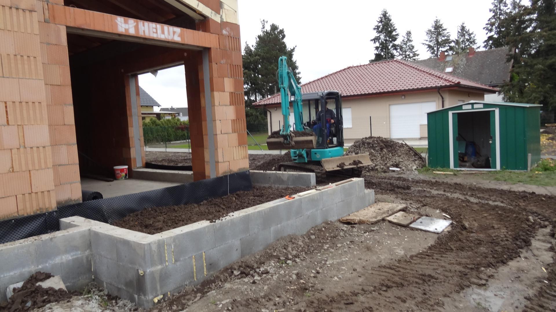 Stavba domečku pokračuje - Zemní práce, těch ještě bude...