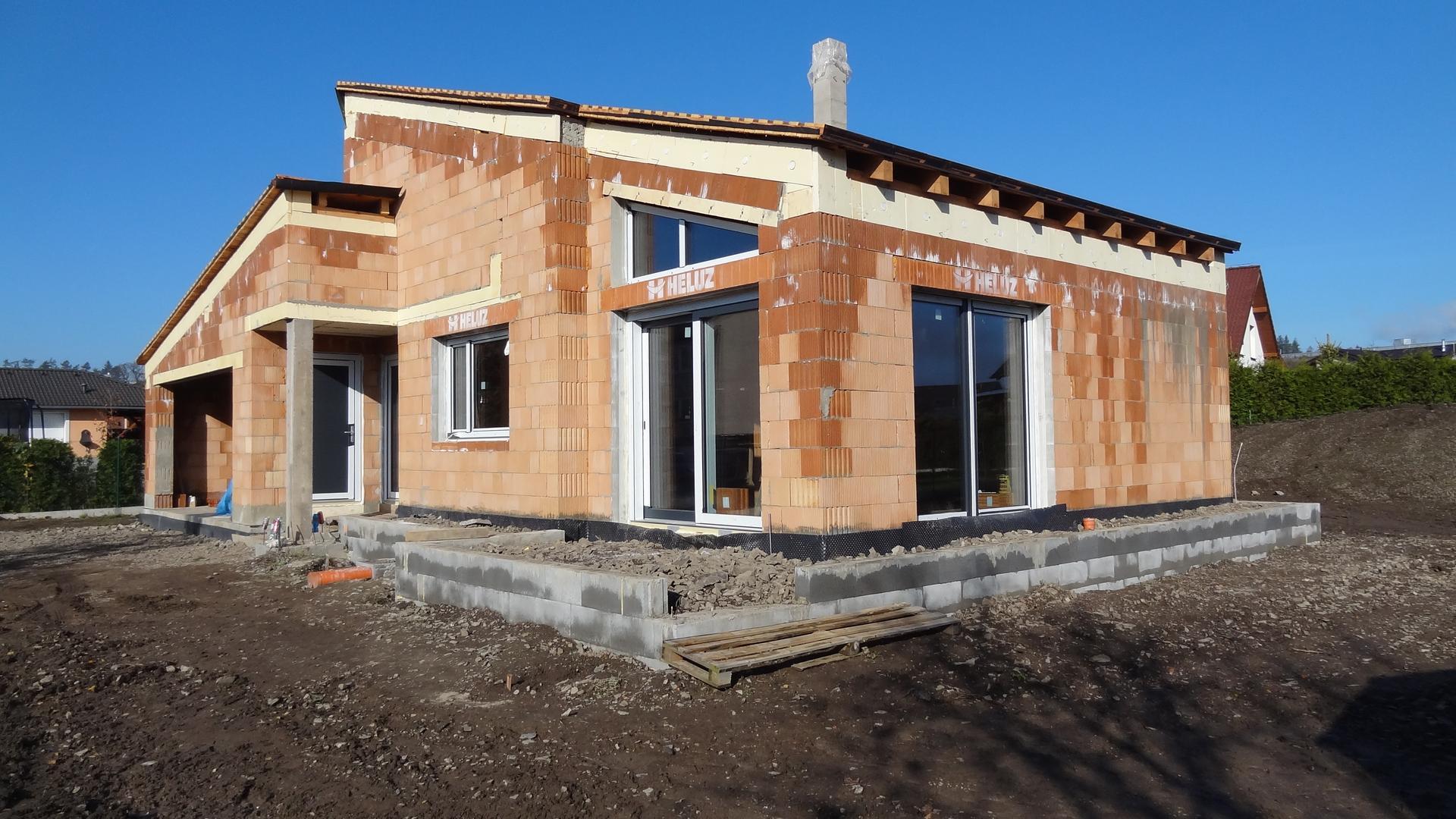 Stavba domečku pokračuje - Konečně okna