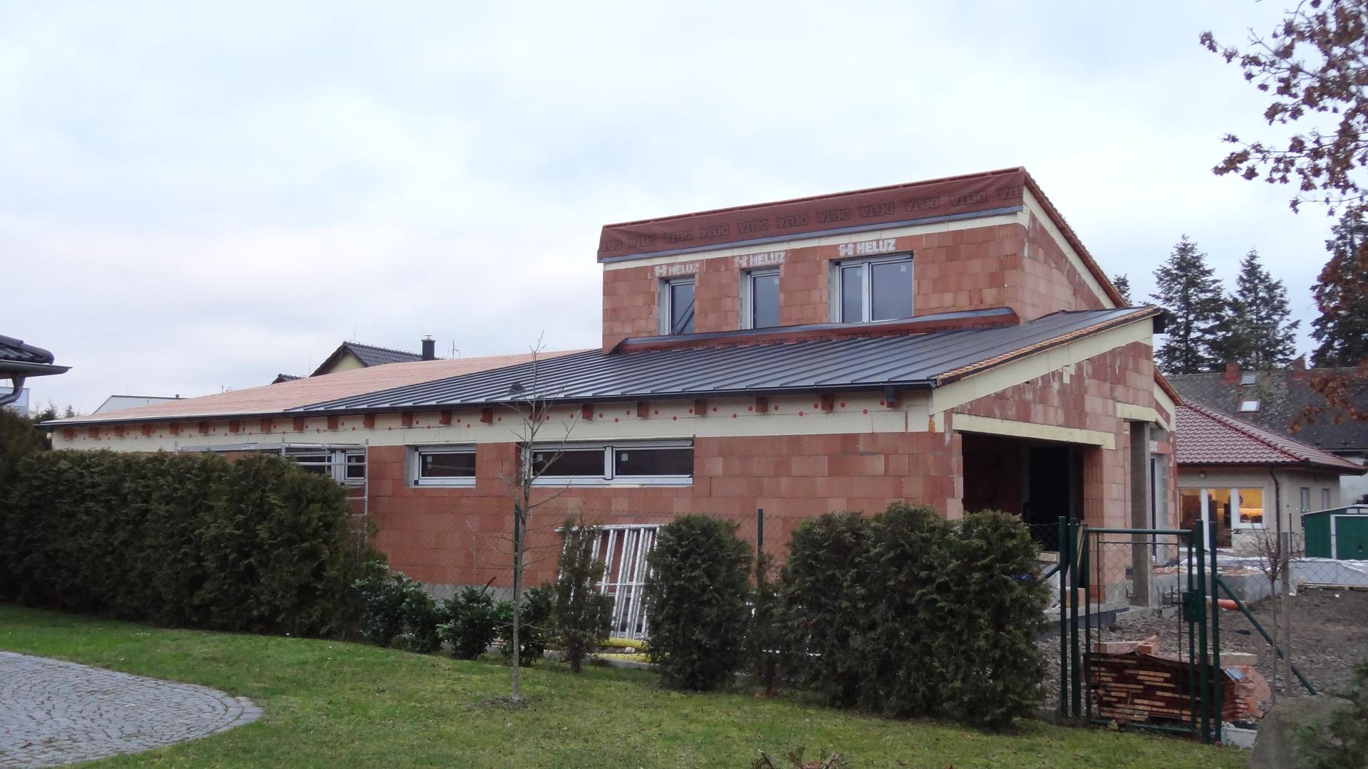 Stavba domečku pokračuje - Střecha a konec věčného vymetání vody :)