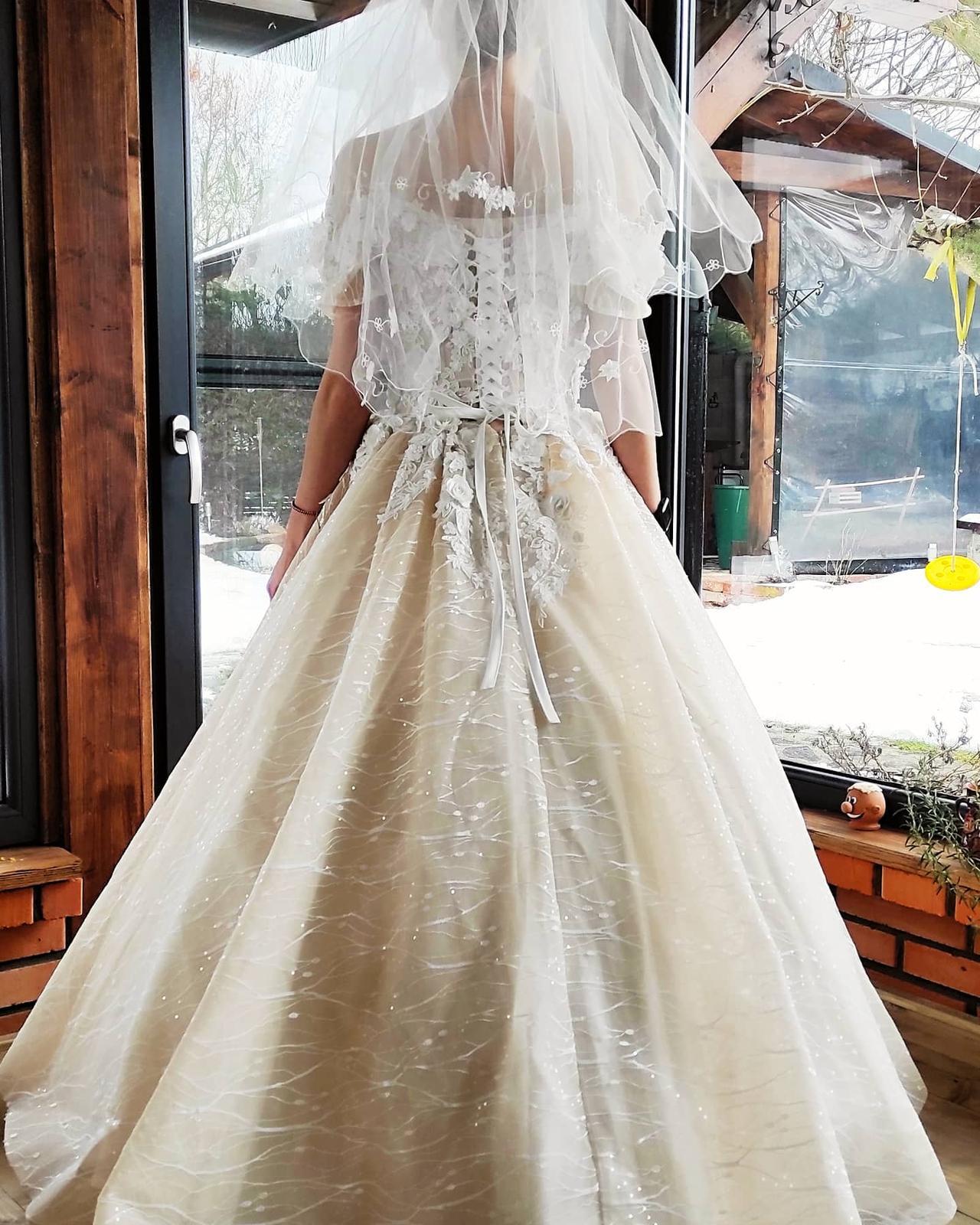 Predám nádherné svadobné šaty - Obrázok č. 2