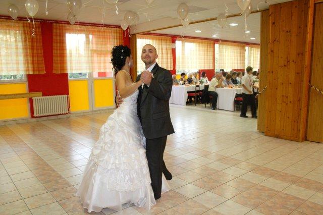 Zuzana{{_AND_}}Peter - prvy mladomanželsky tanec