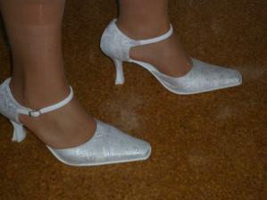moje botky, podpatek 6cm, pomalu si zvykám :-)