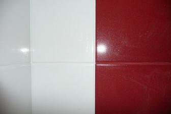 každú farbu špárujeme identickou šparovačkou....