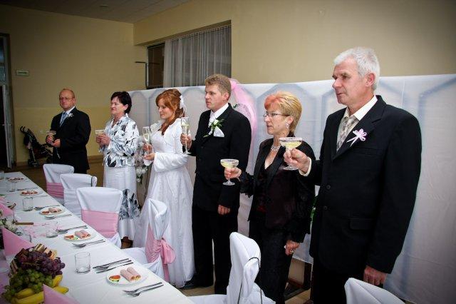 Katka Lednická{{_AND_}}Milan Čelko - ...prípitok s rodičmi...