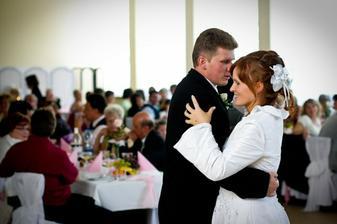 ...prvý novomanželský tanec:-)
