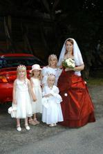 Naše krásné družičky (ty  tři s čelenkama jsou naše princezny)