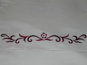 Detail výšivky na šatech šále a tak...