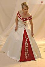Tyhle mají zajímavě řešenou sukni, barevná kombinace dobrá, jen top bych změnila...