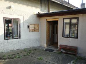 Hlavný vchod do domčeka