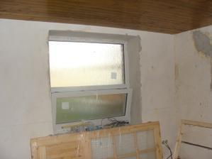 Spálňa – okno vymenené + nové dvere pripravené