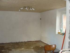Obyvák – steny natiahnuté, svetlo a zásuvky zapojené