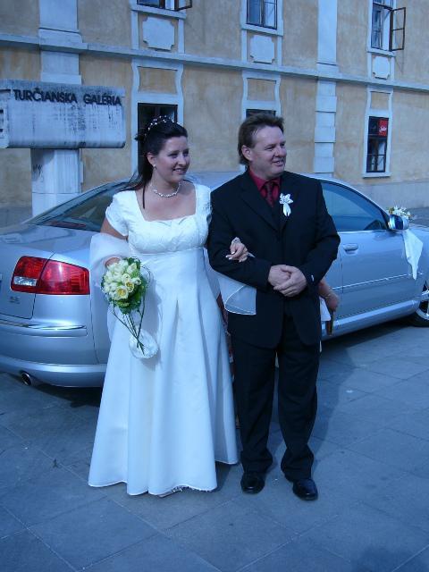Lucia Kostanova{{_AND_}}Günther Cuypers - Hrdy apenko si drzi nevestu :-)