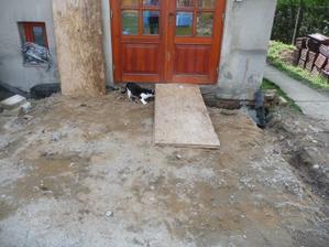 zatím chodíme do domečku jako slepice do kurníku :)