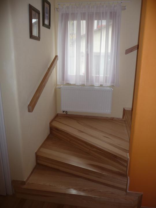Schody - schody hotovy - lišty i zábradlí přiděláno